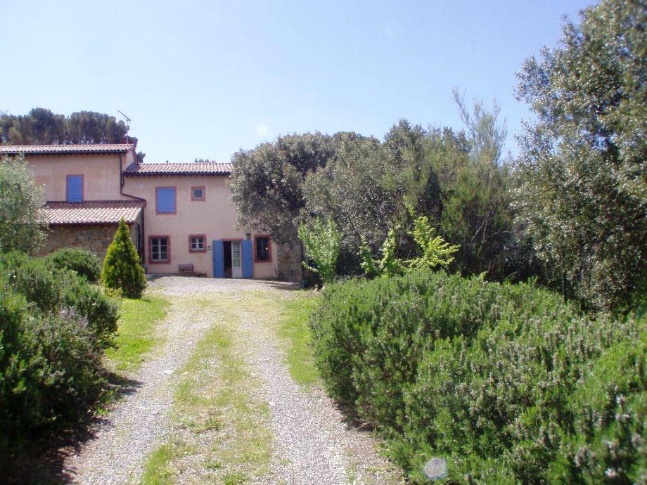 Separate Zufahrt zur Ferienwohnung 'Pel di Lupo'