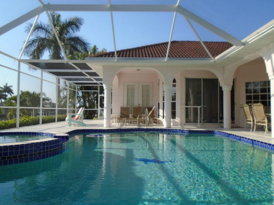 Pool und Terrasse Südwest Ausrichtung