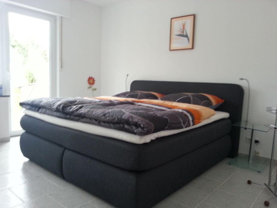 Schlafzimmer Komplett Boxspringbett : Ferienwohnung Wurms, RheinlandPfalz· Ahrtal· Bad NeuenahrAhrweiler