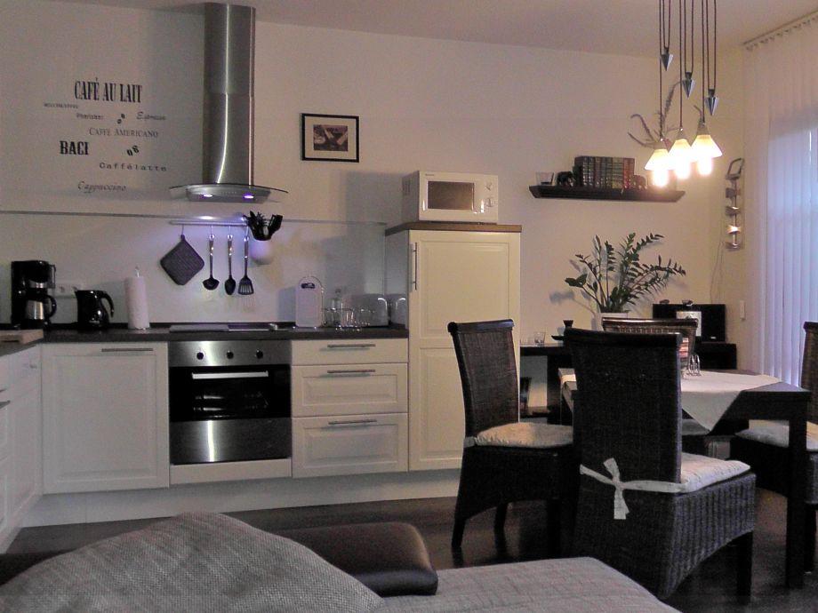 Wohnküche mit ausziehbarem Tisch