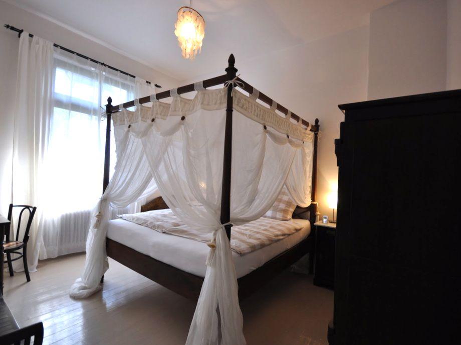 Stunning Schlafzimmer Mit Himmelbett Gallery   House Design Ideas
