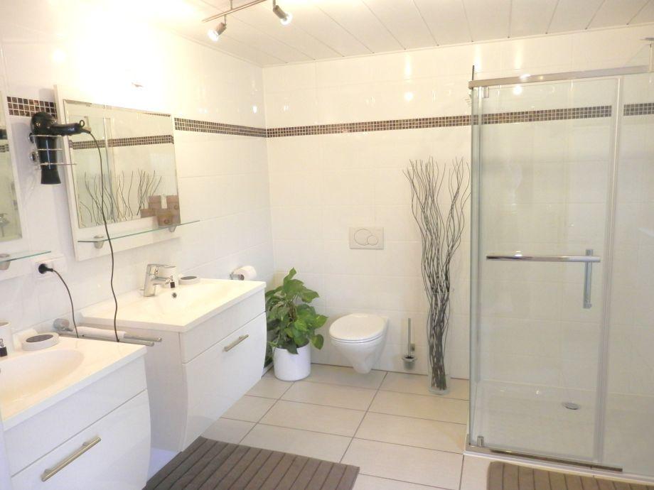 download badezimmer 2 waschbecken | vitaplaza, Badezimmer ideen