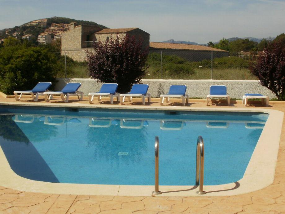 Der Swimmingpool direkt am Haus