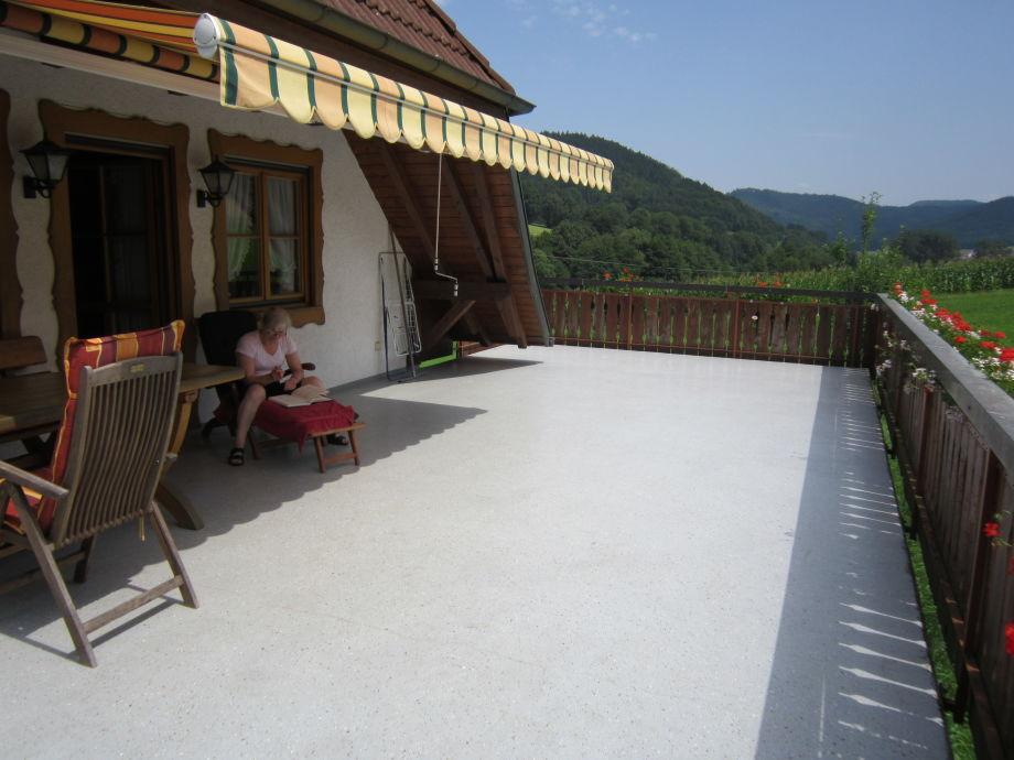 Ferienwohnung pfaffenhof schwarzwald frau brigitte glatz - Krautergarten auf dem balkon ...
