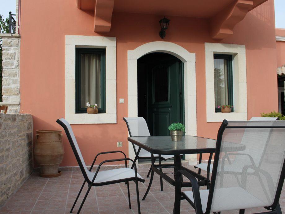Terrasse des Ferienhauses Vrisanos