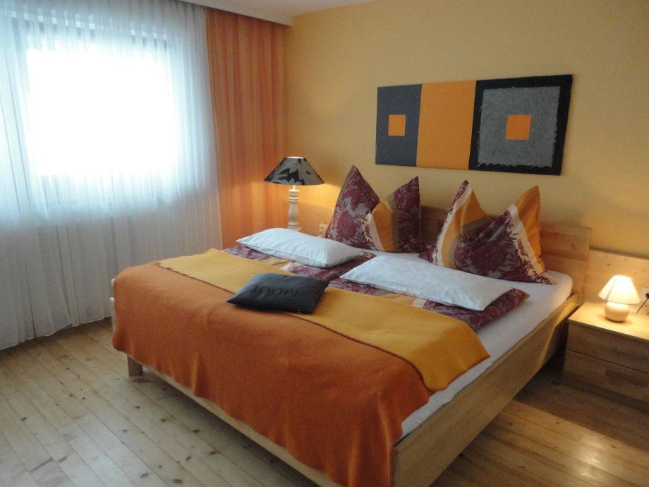 wandgestaltung schlafzimmer lila. Black Bedroom Furniture Sets. Home Design Ideas