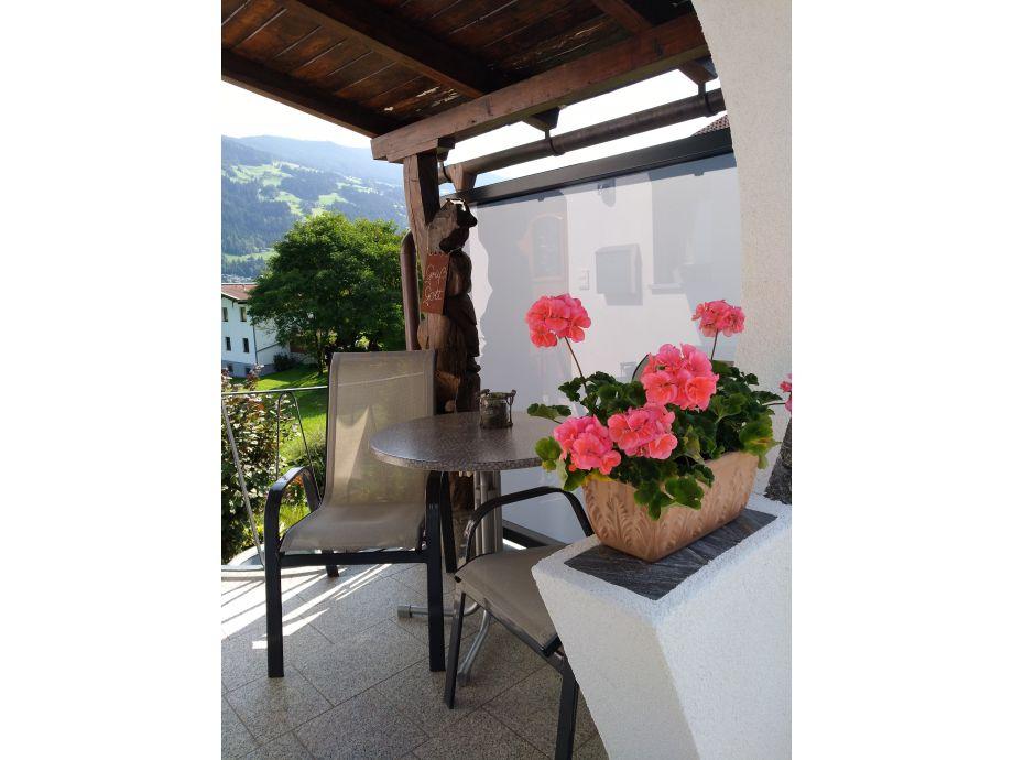 Terrasse mit Laube - Blick in die Berge