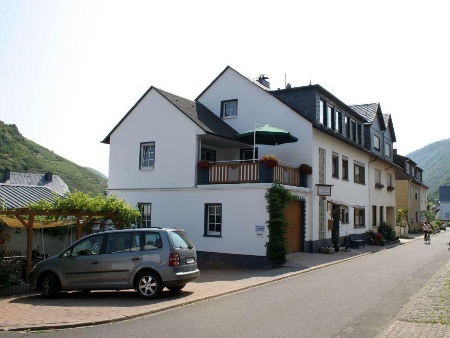 Haus mit Parkplatz und Freisitz direkt am Haus