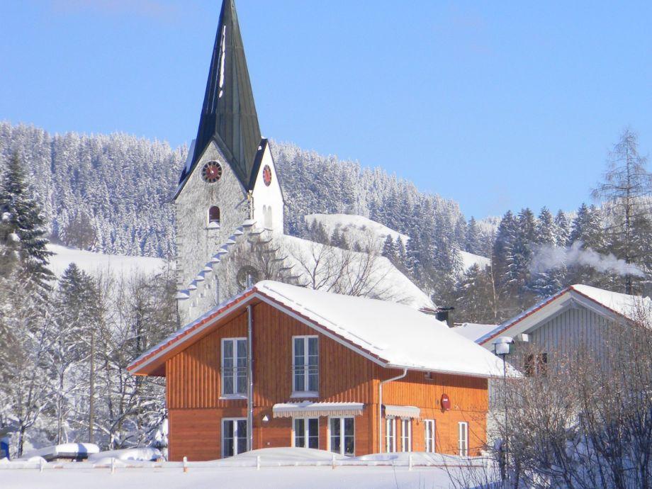 Unser wunderschönes Massiv-Holzhaus im Winter Westseite