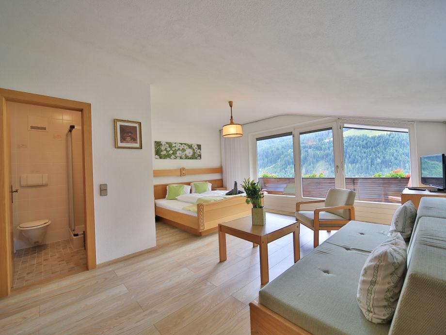 Apartment marie im ferienhaus viktoria osttirol dolomiten for Zimmer mit blick