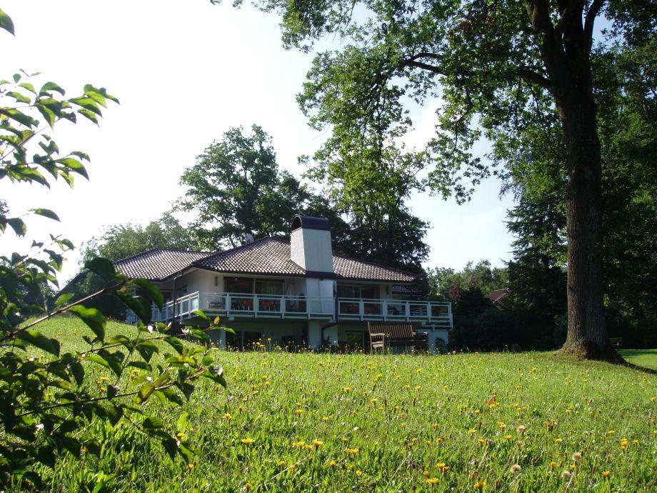 Blick vom Grundstück auf das Haus