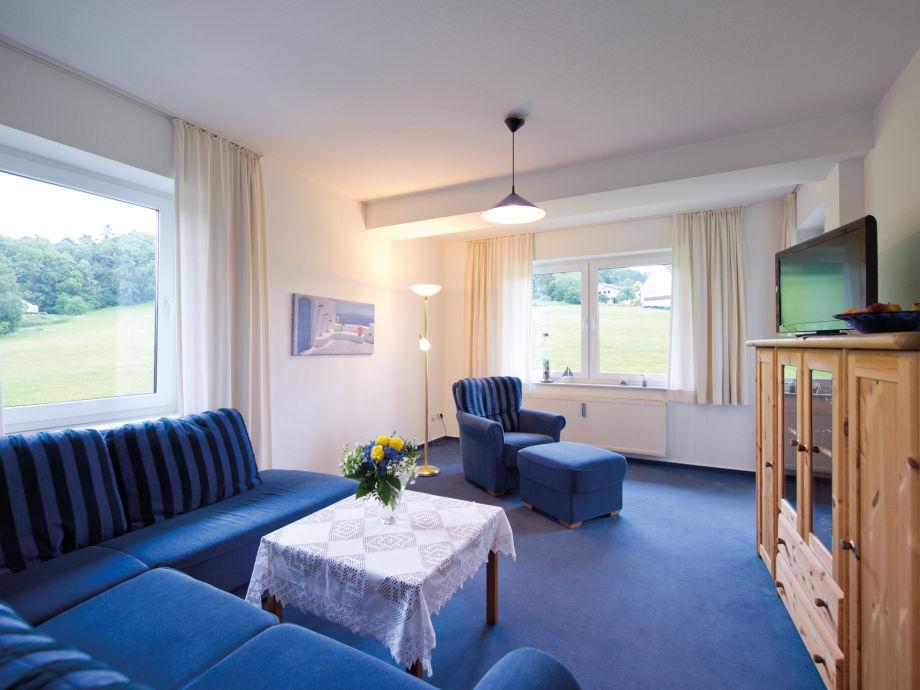 Gemütliches Wohnzimmer mit Südbalkon