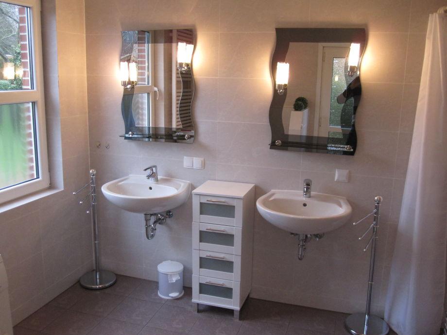 Geräumiges Luxuriöses Badezimmer Mit 2 Waschbecken