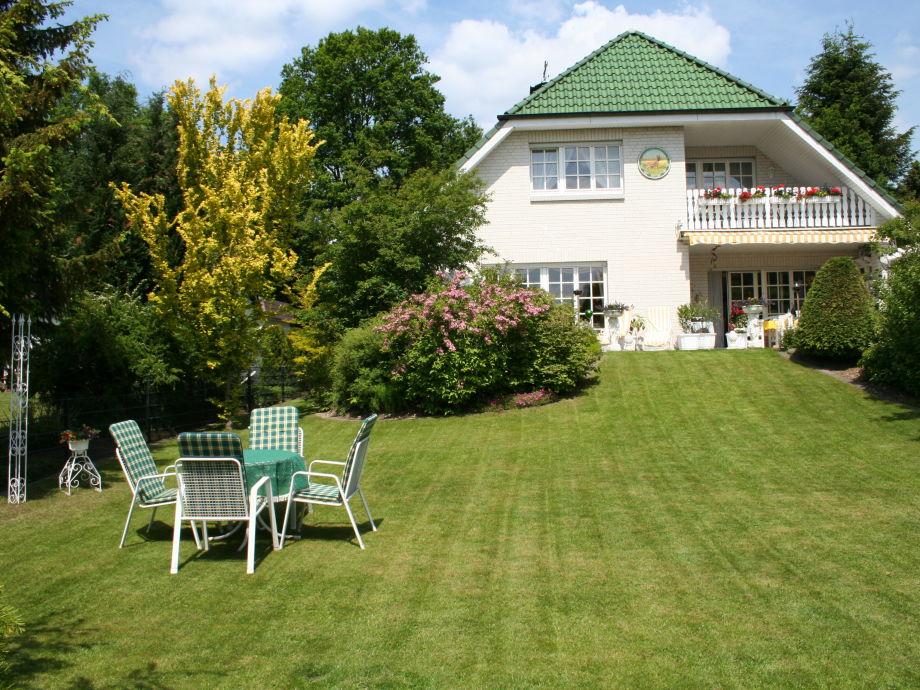 Ferienwohnung im Landhaus Gartenstraße mit Garten