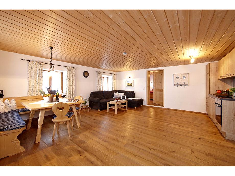 Großer eleganter Wohnraum