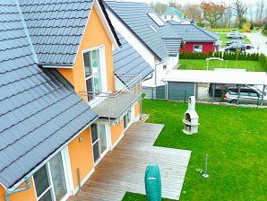 Haus Müritzsonne / Luxus-OG-Ferienwohnung