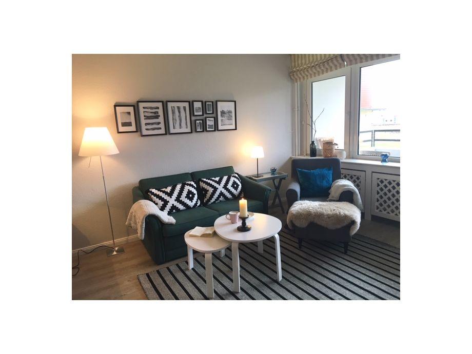 Wohnzimmer mit gemütlicher Couchgarnitur