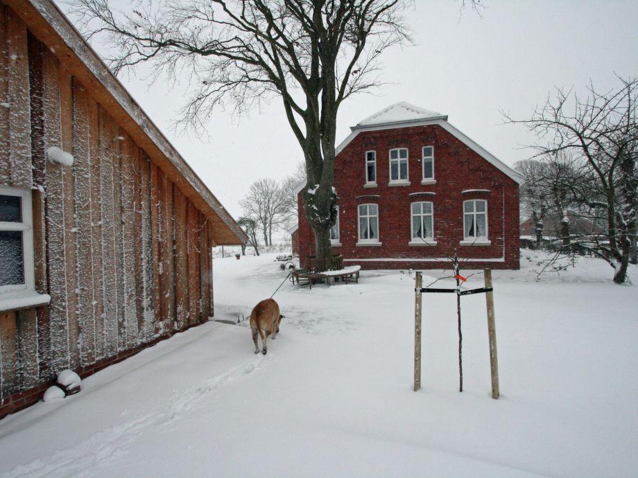 Das Vorderhaus im Winter.