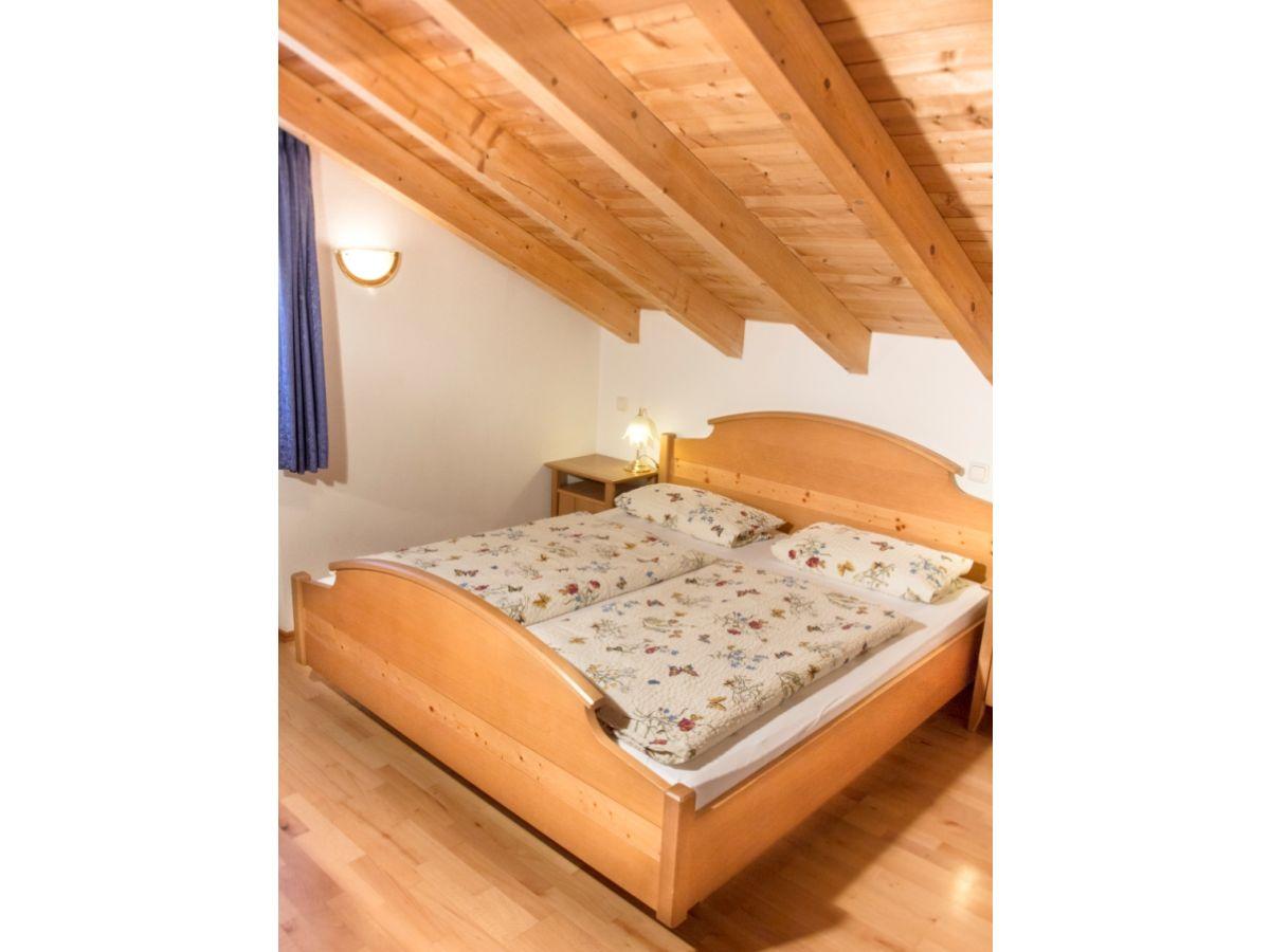 ferienwohnung im dachgescho ferienhaus hohenleitner garmisch partenkirchen frau christine. Black Bedroom Furniture Sets. Home Design Ideas