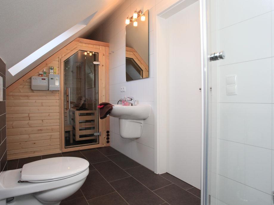 Ferienwohnung marleen borkum frau anne brink - Badezimmer mit sauna ...