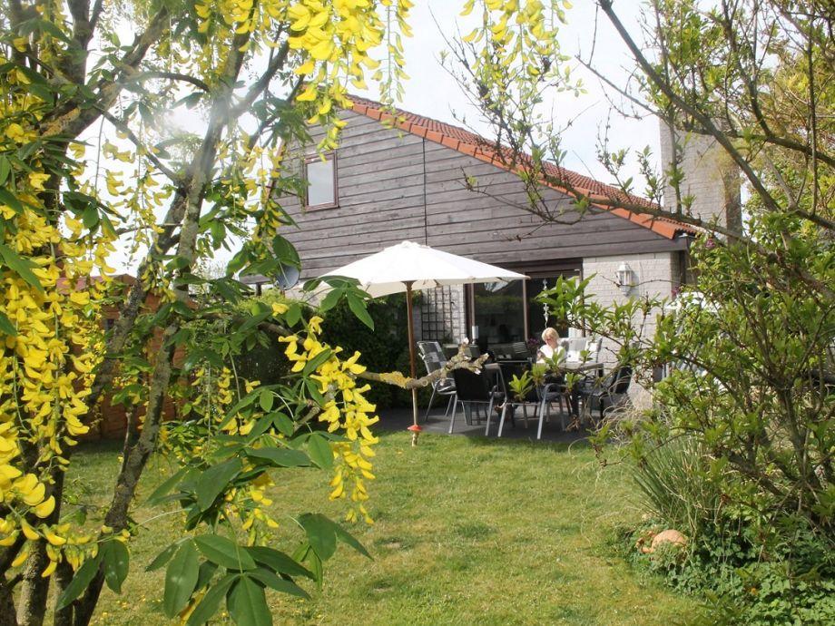 Garten mit neuer Terrasse