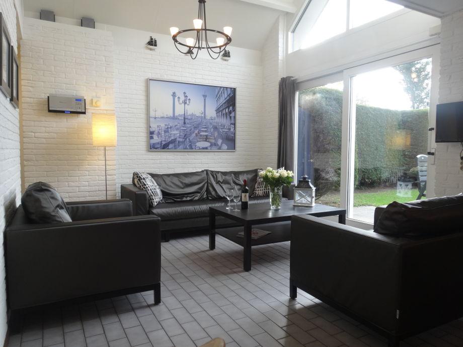Wohnzimmer sehr hell und gemütlich - Süden