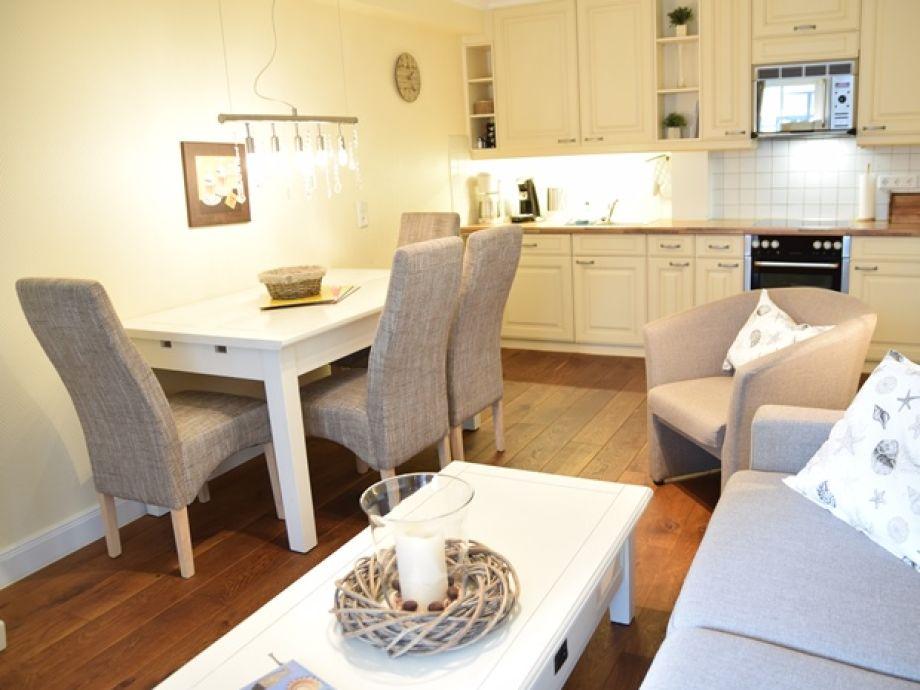 Der gemütliche Wohn- und Essbereich mit offener Küche