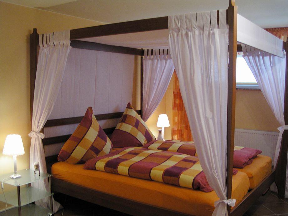 Wellness ferienwohnung strandperle nordseek ste nordseeheilbad cuxhaven duhnen familie bernd - Romantisches schlafzimmer mit himmelbett gestalten ...