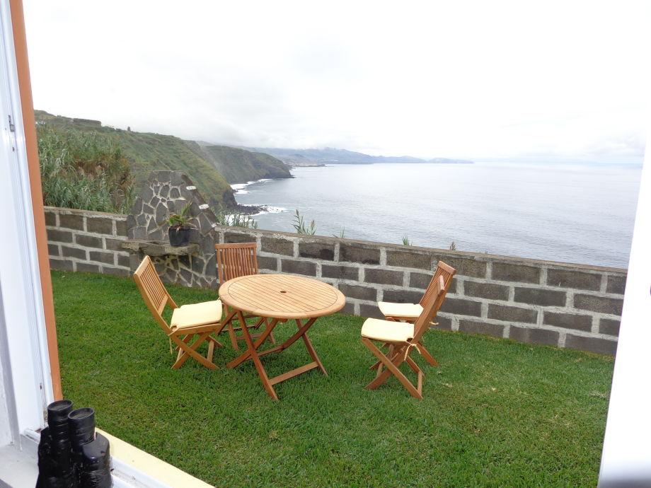 Blick vom Frühstücksraum zum Meer