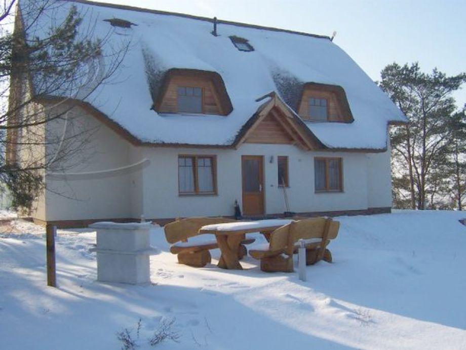 Schneegestöber auf der Rückseite des Hauses