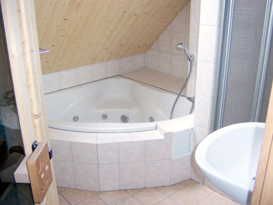 Badezimmer Mit Sauna Und Whirlpool ~ Raum Haus Mit Interessanten Ideen