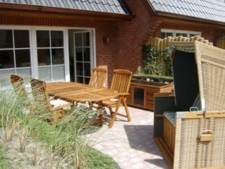Gartenmöbel und Strandkorb runden das Angebot ab