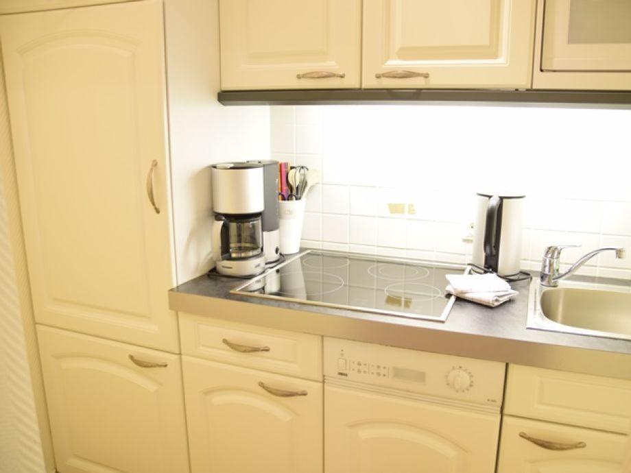Ferienwohnung strandstrasse 6 whg 7 westerland sylt for Küche mit elektroger ten und spülmaschine