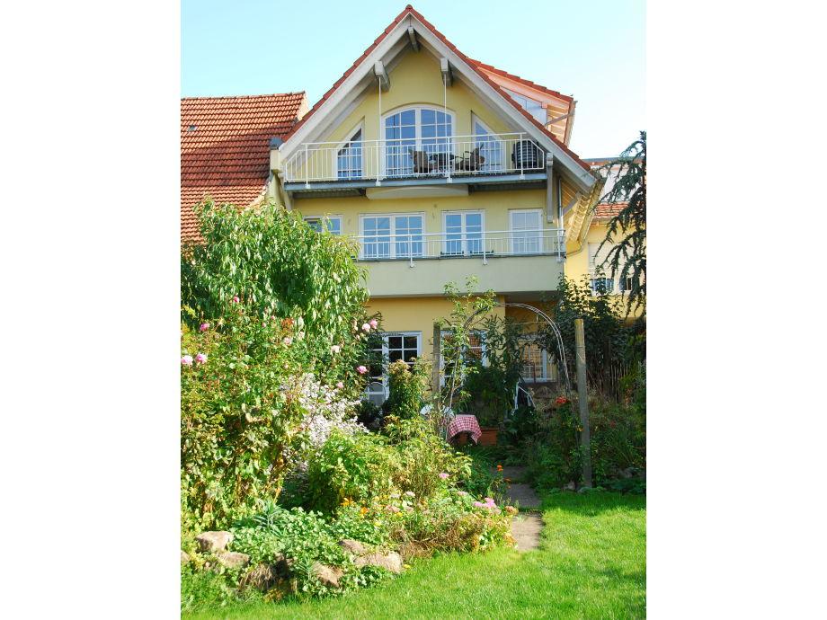 """Außenaufnahme """"Im Amselgarten"""" im Haus Naturgarten (DG)"""
