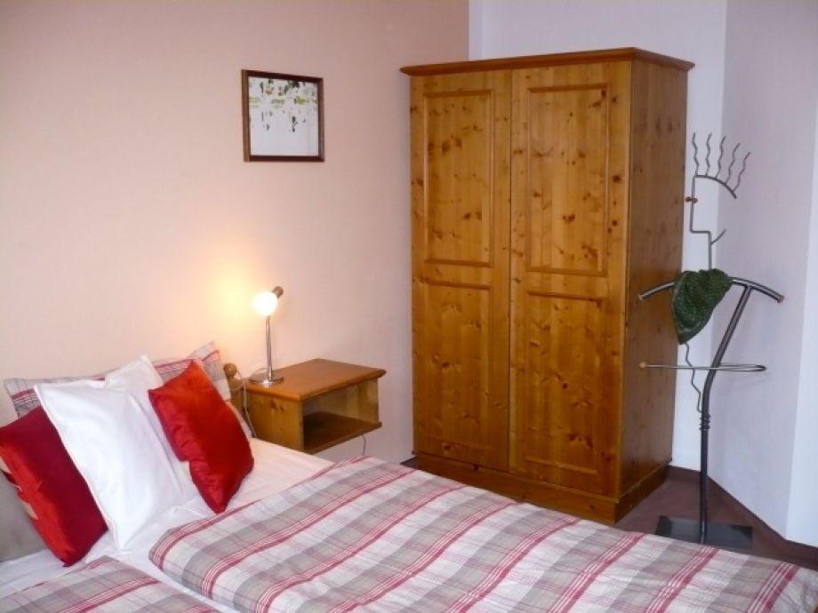 ferienwohnung chiemseestrand 21 seeseitig mit see und bergblick chiemsee chiemgau frau. Black Bedroom Furniture Sets. Home Design Ideas