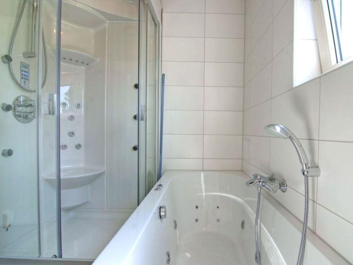 villa wasser wellness ijsselmeer koudum firma ferienpark de kuilart familie bleckman. Black Bedroom Furniture Sets. Home Design Ideas