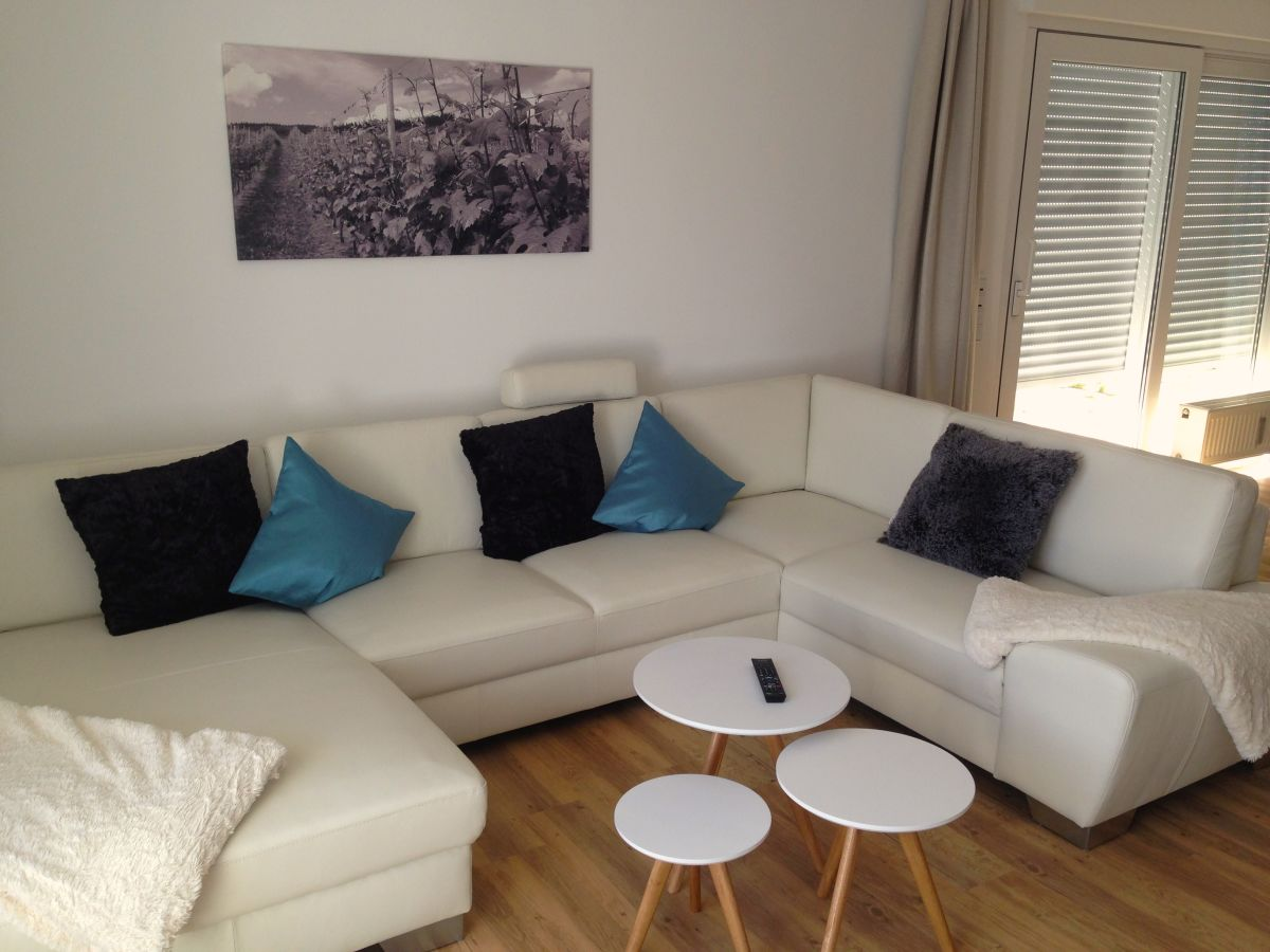 Ferienwohnung weingut luxus aparthotel olinger mehring for Wohnzimmer ledercouch