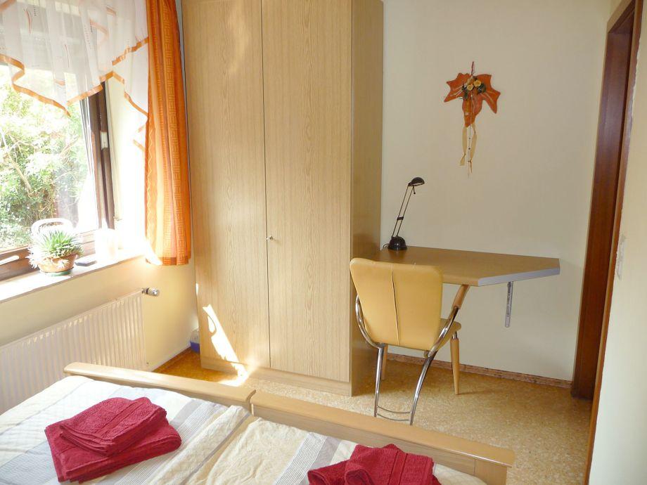 Perfekt Schlafzimmer Mit Schreibtisch ~ Raum  Und Möbeldesign Inspiration