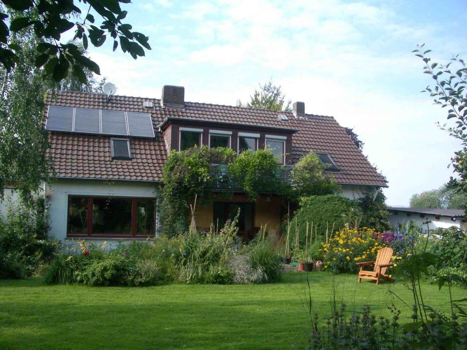 Gartenansicht Ferienwohnung mit Balkon