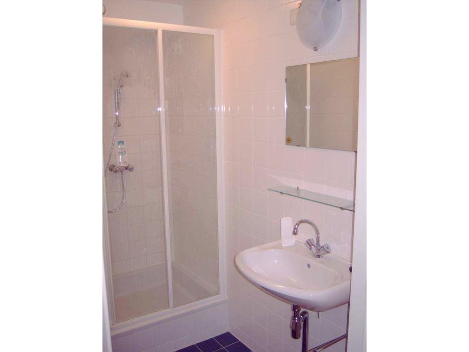 2 Badezimmer Und 3 Toiletten Im Haus
