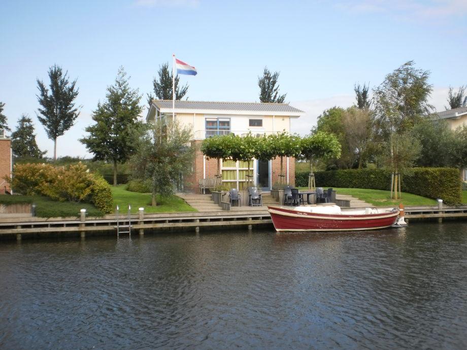 Villa Lisdodde 2 am Wasser mit Schaluppe