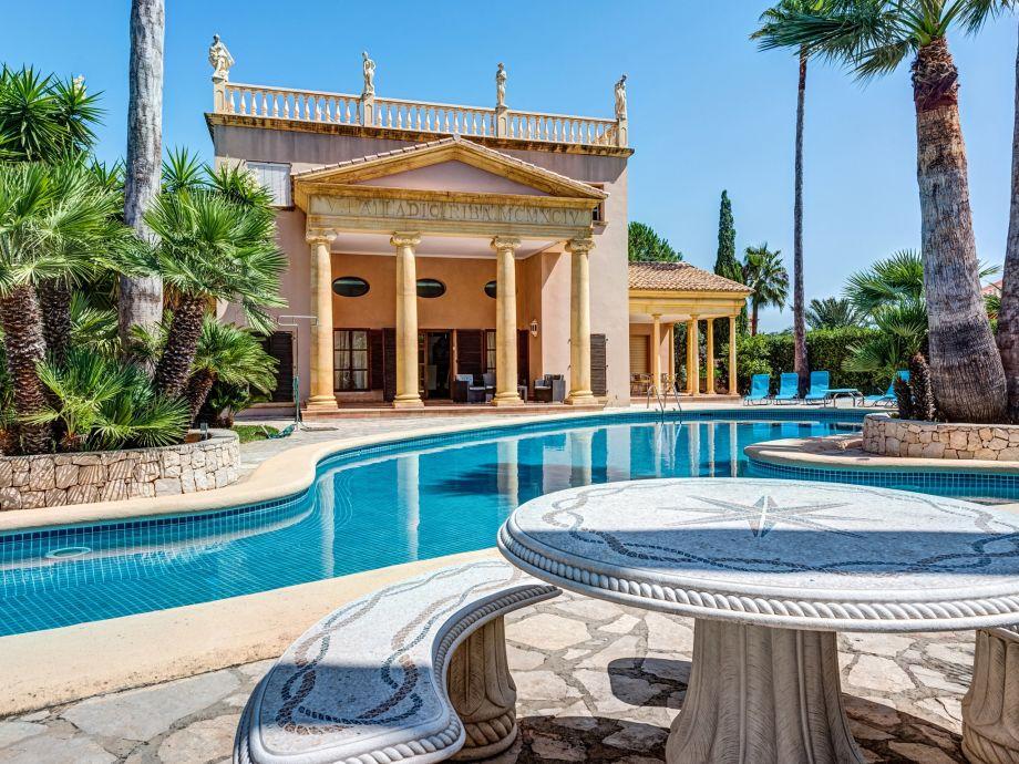 Außenaufnahme Villa Palladio Riba