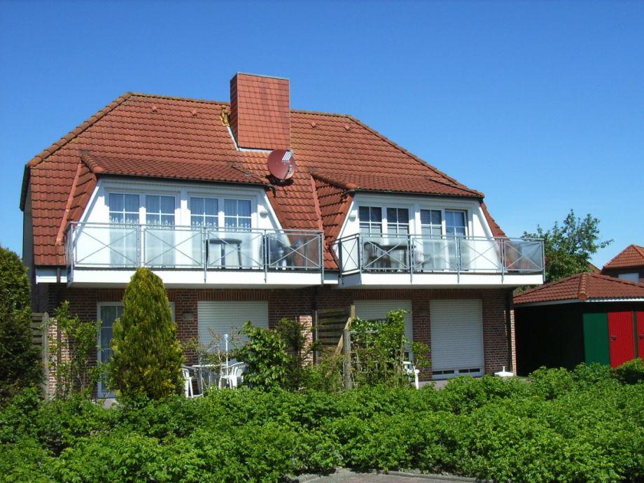 Hausrückseite mit sonnigem Balkon