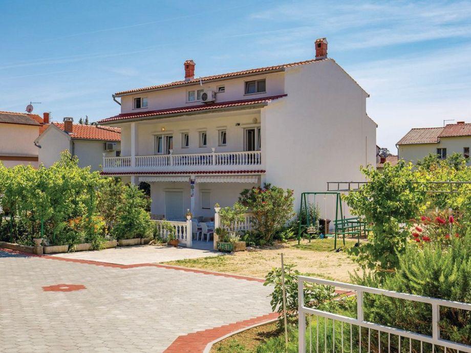 Ferienhaus mit Garteneinfahrt