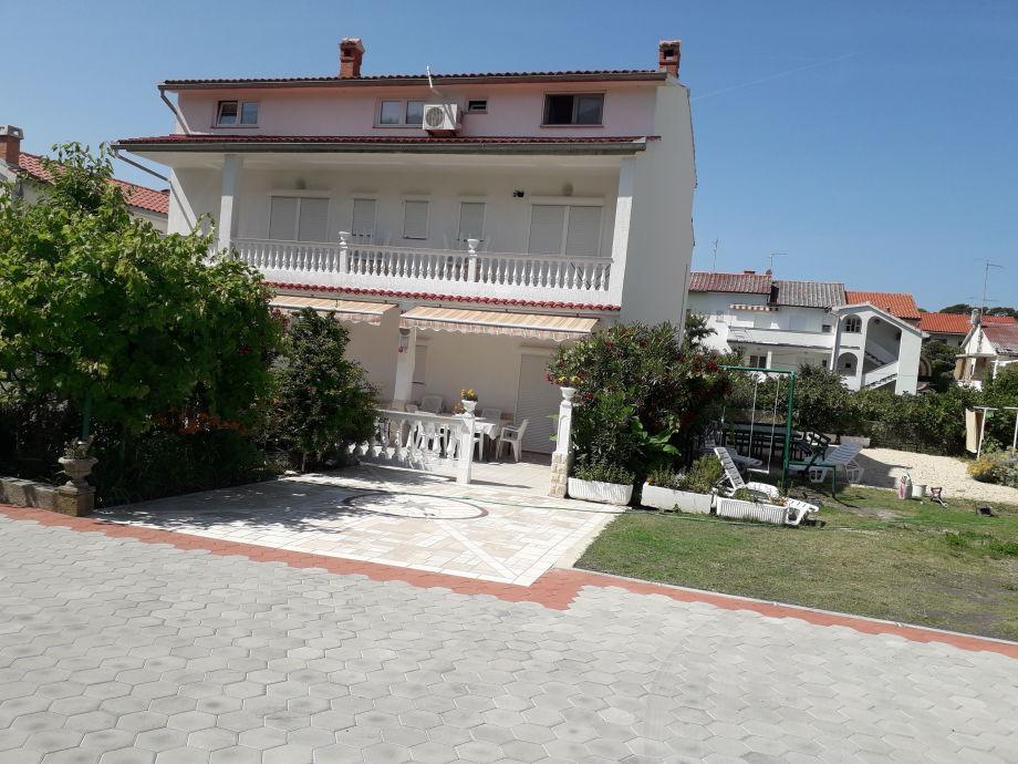 Ferienhaus mit 2 grosse Wohnungen