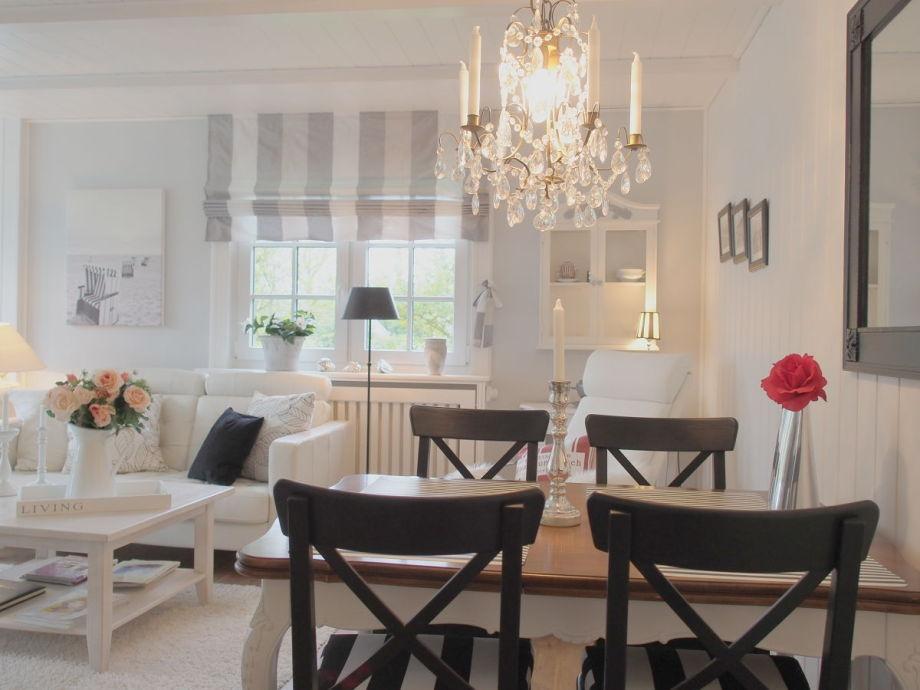 Ferienhaus sommerliebe fohr firma agentur quotmein fohr for Esstisch für kleines wohnzimmer