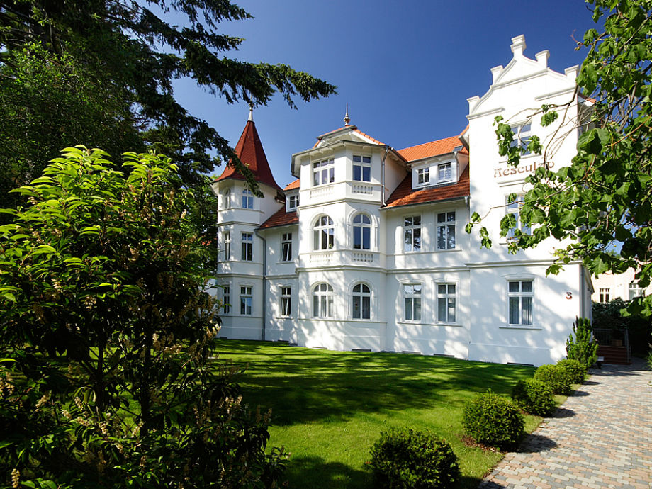 Villa Aesculap im Sommer