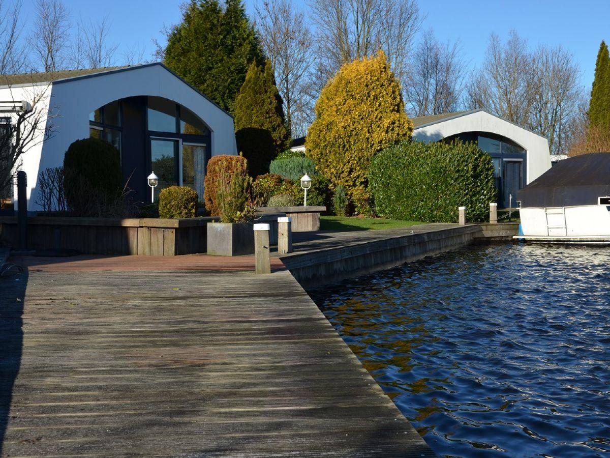 Freistehender maritimer bungalow boot aquaronde 27 lemmer firma marinapark lemmer b v - Maritimer garten ...