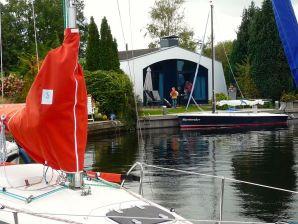 Freistehender maritimer Bungalow/Boot - AQUARONDE 27