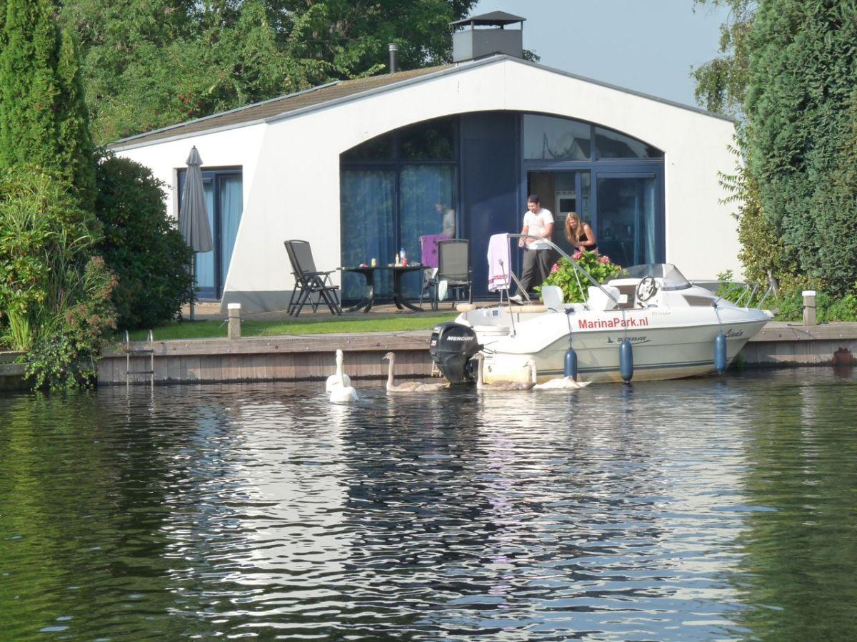 freistehender maritimer bungalow boot aquaronde 27 ijsselmeer lemmer firma marinapark. Black Bedroom Furniture Sets. Home Design Ideas